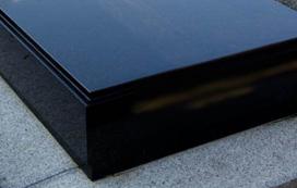 pierre tombale noire