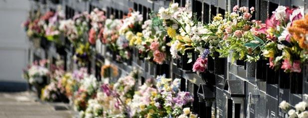 columbarium avec fleurs